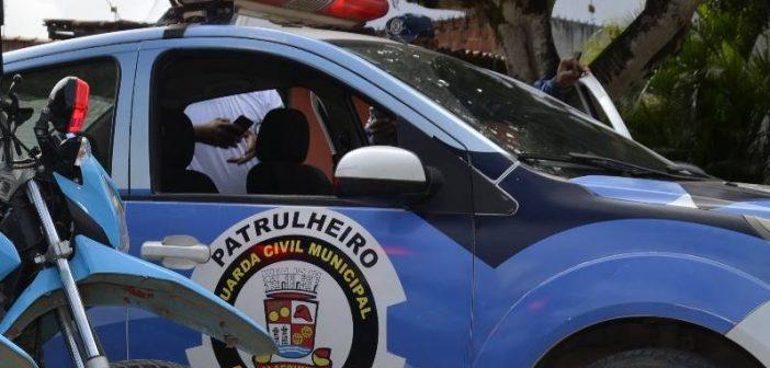 Alagoinhas: Guarda Municipal prende homem e apreende adolescente por furto de fios